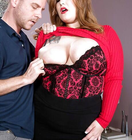 Undressing BBW Sex Pics