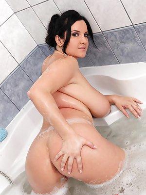 BBW in Bath Sex Pics