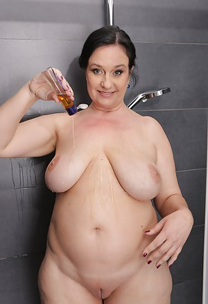 BBW in Shower Sex Pics